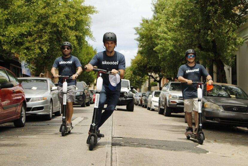 Al menos uno de los entrevistados que estudian en el Recinto Universitario de Mayagüez, dijo a El Nuevo Día que correr las scooters junto a sus amigos le trajo recuerdos de su infancia. (Suministrada)