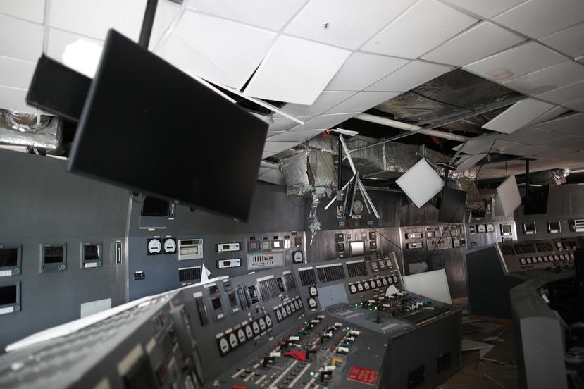 """Los daños estructurales en Costa Sur son tan severos que, según el titular de la AEE, tomará como """"mínimo"""" un año para encender la central generatriz."""