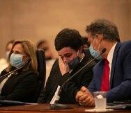 Zoé Laboy, Gustavo Villanueva y Eduardo Bhatia durante la vista sobre el proyecto que prohibiría las terapias de conversión.