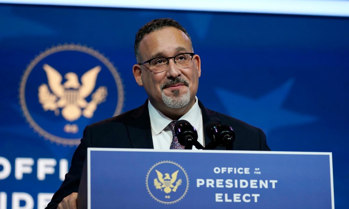 El puertorriqueño Miguel Cardona es confirmado como el secretario de Educación de Estados Unidos