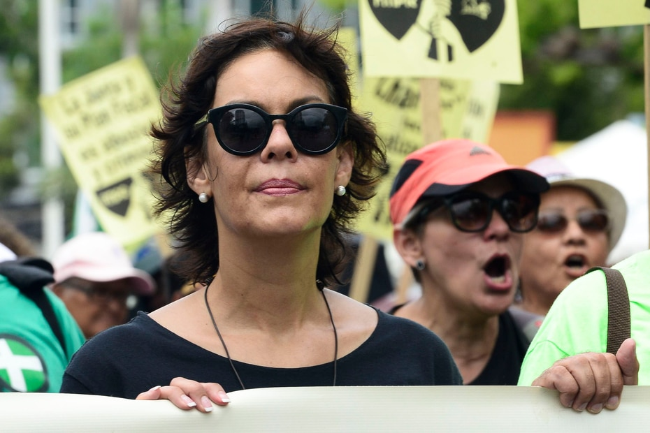 La exsenadora del PIP, María de Lourdes Santiago, participa en la marcha.