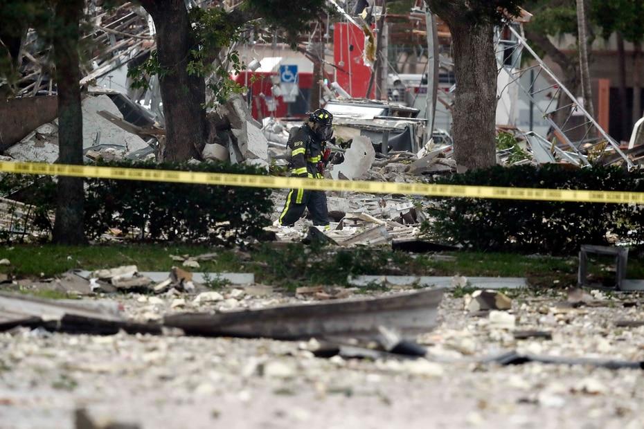 El restaurante fue destruido, y negocios cercanos fueron dañados. (AP/Brynn Anderson)