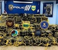 En total, las autoridades ocuparon 2,000 bloques de cocaína el 8 de abril en la costa de Yabucoa.