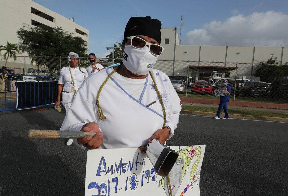 Los enfermeros reclamaron un aumento salarial, en especial ante todo el trabajo que han realizado para mantener a raya la pandemia de COVID-19 en la isla.