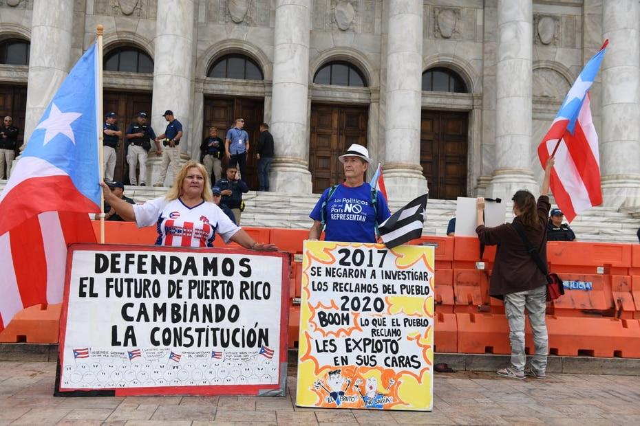 La nueva ronda de protestas comenzaron debido al mal manejo del gobierno a la emergencia causada por los terremotos en la zona suroeste.