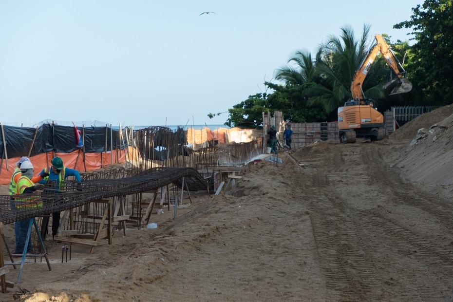 El 1 de julio, el DRNA acogió la solicitud de intervención sometida por el Municipio de Rincón el 25 de junio en la querella de impugnación del deslinde de la zona marítimo terrestre. El ayuntamiento se unió a la impugnación radicada por Barea Fernández.