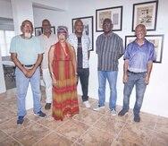"""Los artistas Edwin Velázquez (organizador y curador), Awilda Sterling Duprey, Gadiel Rivera, Daniel Lind Ramos, Ramón Bulerín y Jesús Cardona son seis de los ocho miembros originales de la exhibición """"Paréntesis: Ocho artistas negros contemporáneos"""", que se llevó a cabo en 1996."""
