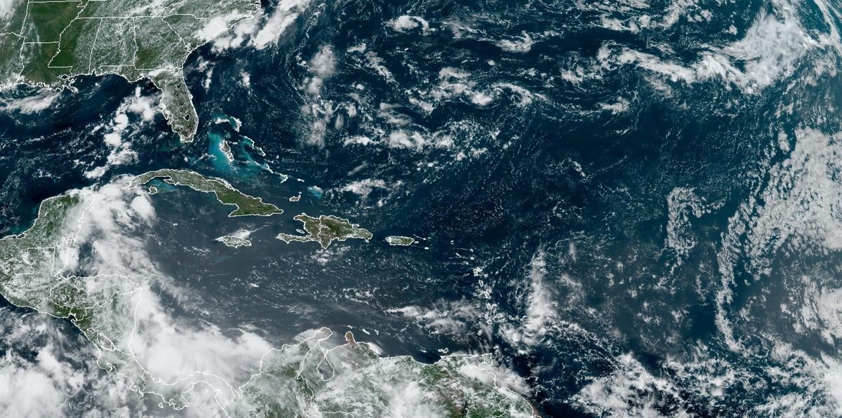 Deborah Martorell explica anuncio de la NOAA sobre la temporada de huracanes