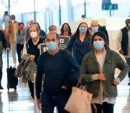 Oficiales de TSA comenzaron a verificar el cumplimiento de la orden de usar mascarillas en los aeropuertos desde el pasado 2 de febrero.