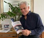 """""""Latitud 18º Norte – Rescate en el Caribe"""" es la primera novela escrita por el actor y abogado Raúl Carbonell."""