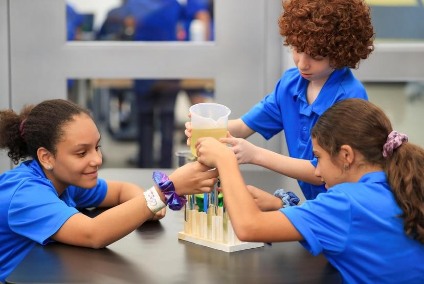 Estudiantes de quinto grado ponen a prueba su intelecto y creatividad.