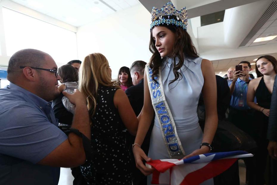 Pocos minutos después de las 2:00 p.m., la beldad arribó en el vuelo 397 de American Airlines al aeropuerto internacional Luis Muñoz Marín.