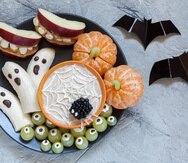 Una visita al colmado será todo lo que necesites para preparar con antelación unas divertidas y creativas opciones saludables para celebrar Halloween.