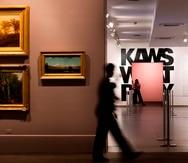 Como muchos jóvenes, KAWS comenzó su incursión en el mundo del arte en los años 90 con graffitis.