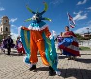 La Comparsa de Talentos Municipal Caborrojeña reúne a niños y niñas desde los seis años de edad, para exponerlos a través del baile y el teatro musical, a los ritmos tradicionales, como la bomba, la plena y el seis.