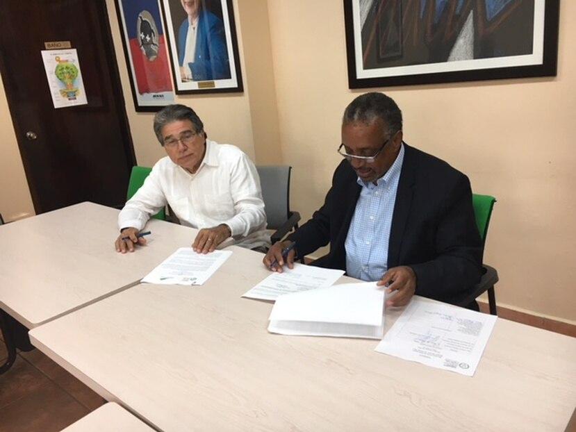 El presidente del Fideicomiso del Bosque Modelo de Puerto Rico, ingeniero Carlos Enrique Pacheco Irizarry, y el presidente ejecutivo de Fundación Comunitaria de Puerto Rico (FCPR), doctor Nelson I. Colón Tarrats. (Suministrada)