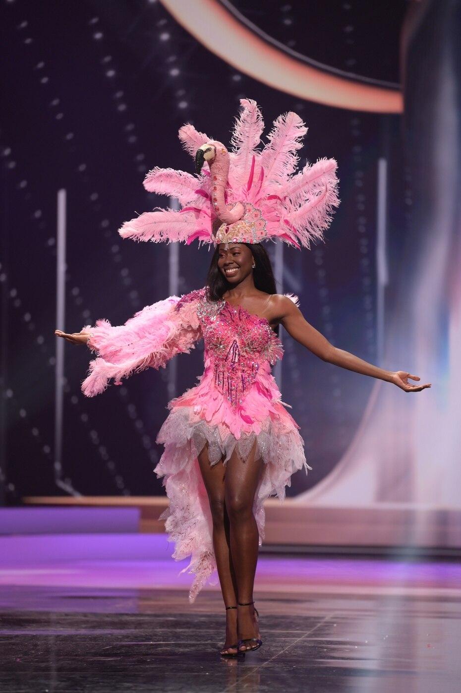 Shabree Frett, Miss Universe British Virgin Islands, fue una de varias candidatas que representó la flora y la fauna de su tierra.