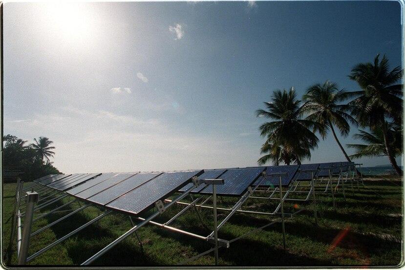 """La gobernadora firmó una orden ejecutiva para viabilizar el desarrollo de la instalación de energía solar  en isla de Mona, que """"quedó maltrecha"""" con el paso del huracán María. (Suministrada)"""