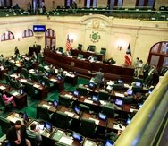 "San Juan, Puerto Rico, Febrero 2, 2021 - MCD - Capitolio - FOTOS para ilustrar una historia sobre la sesi—n en el Hemiciclo de la C‡mara de Representantes. EN LA FOTO Rafael ""Tatito"" Hern‡ndez  (presidente de la C‡mara) escucha a Gabriel Rodr'guez Aguil— (portavoz alterno del PNP).FOTO POR:  tonito.zayas@gfrmedia.comRamon ""Tonito"" Zayas / GFR Media"