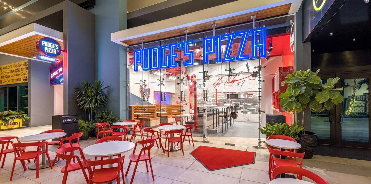 Nuevo restaurante Pudge's Pizza en el Distrito T-Mobile cuenta con un salón principal y una ventana para servicio expreso en un espacio de 1,200 pies cuadrados y capacidad para 70 personas.