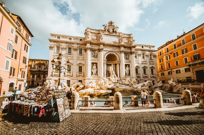 Fuente en Roma con pocos turistas.