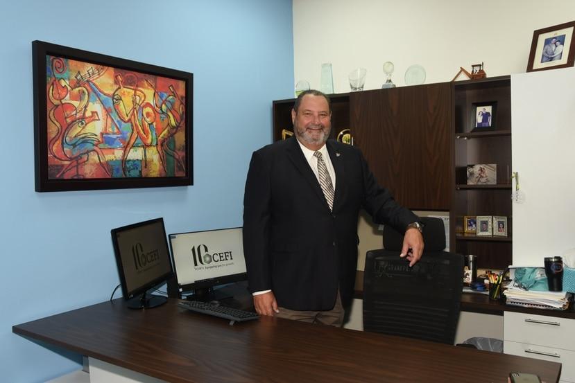 Ricardo Ríos,  presidente de Commercial Equipment Finance, Inc.
