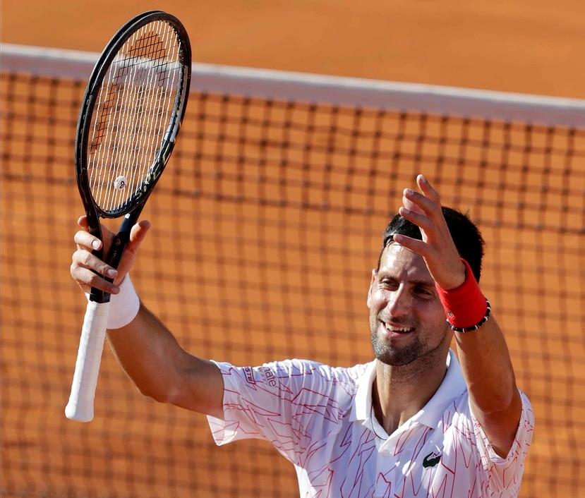 El serbio Novak Djokovic celebra su victoria sobre el alemán Alexander Zverev en su partido del Torneo de tenis Adria Tour en Belgrado, Serbia, el pasado 14 de junio.