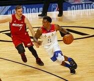 Eric Bledsoe -con la bola- regresa a los Clippers de Los Ángeles, franquicia que lo reclamó en el sorteo en el 2010.