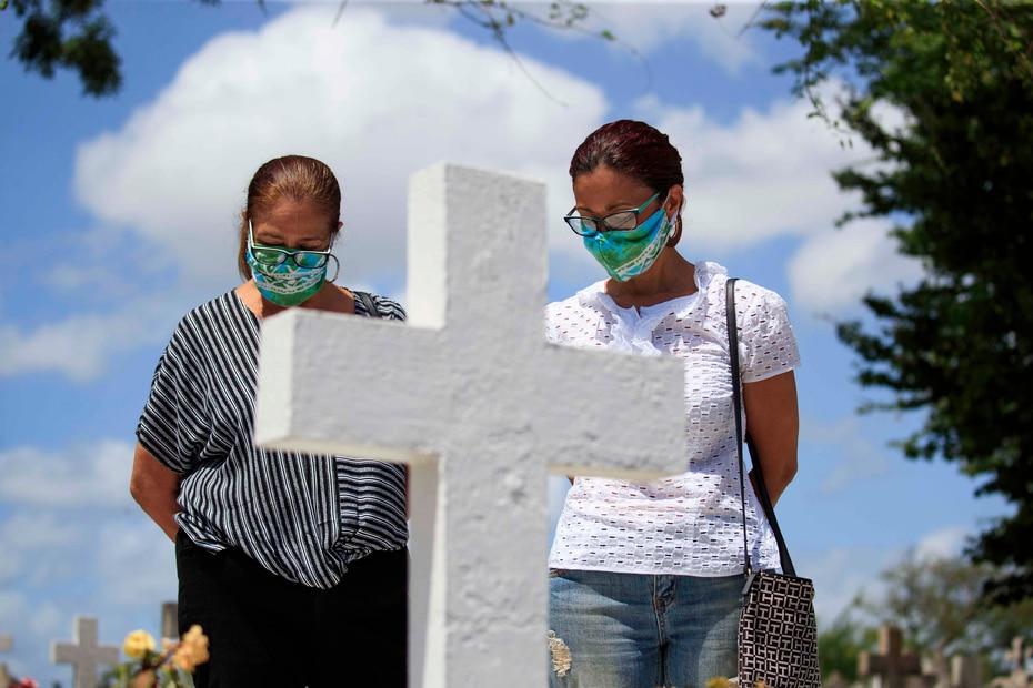 La semana pasada, la gobernadora Wanda Vázquez, anunció que los cementerios reabrirían hoy, domingo.