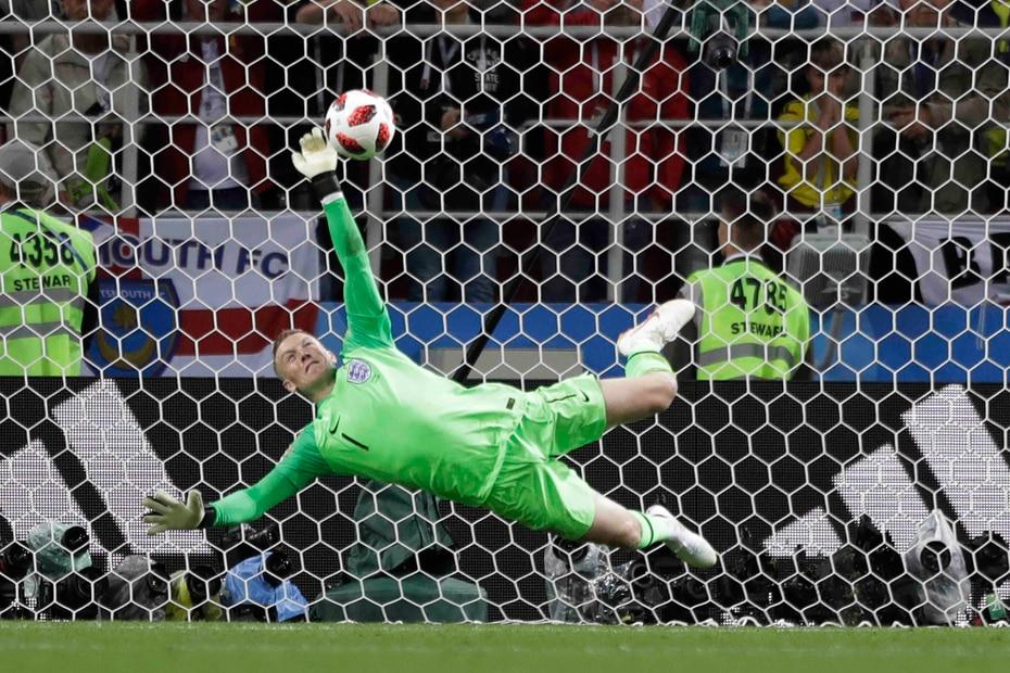 El portero inglés Jordan Pickford le tapó el remate a Carlos Bacca rumbo al triunfo.