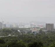 Vista a la densa nube de polvo del Sahara que llegó a Puerto Rico el sábado, 21 de agosto de 2021.