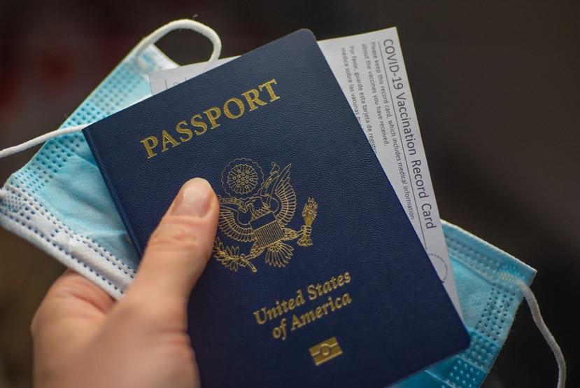 """Los trámites """"expeditos"""", que cuestan 60 dólares más, pueden llevar hasta 12 semanas, y esto incluye seis para el procesamiento y seis para los envíos postales."""