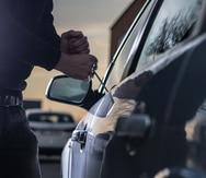 Las autoridades investigan los múltiples robos de autos.