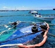 Según las informaciones, la embarcación se hundió cuando una grúa pretendía colocar un contenedor sobre su cubierta. (Ministerio del Ambiente de Ecuador)