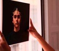 La artista cubana Alejandra González, en su estudio en Madrid, comenzó a crear contenido digitales a los que se asigna un valor en criptomonedas y generan un certificado de autenticidad.