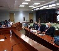 El representante Luis Raúl Torres preside vista pública sobre la privatización de la Autoridad de Energía Eléctrica y sus implicaciones en el sistema de retiro de los empleados y jubilados de la corporación pública.