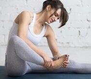 La neuropatía es una consecuencia del daño a los nervios que causa debilidad, entumecimiento, dolor e hincadas, generalmente en las manos y los pies.