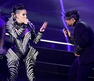 """Ivy Queen y Bad Bunny interpretando """"Yo Perreo Sola"""" en los Premios Billboard."""