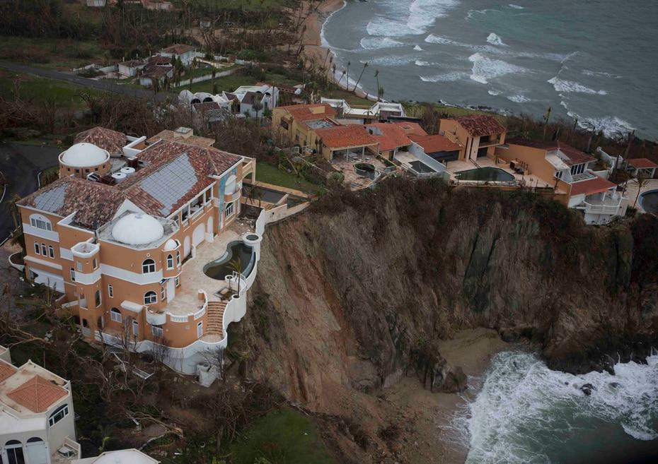 Declive en el terreno de una de las mansiones en Palmas del Mar en Humacao.
