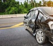 En uno de los accidentes un conductor realizó un viraje a la izquierda sin usar las debidas precauciones.
