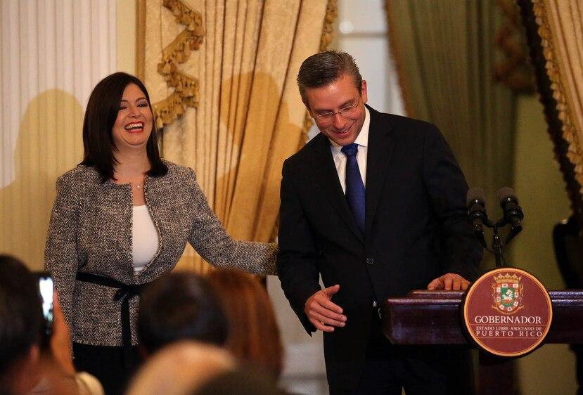 La abogada es presentada por el gobernador de Puerto Rico, Alejandro García Padilla.