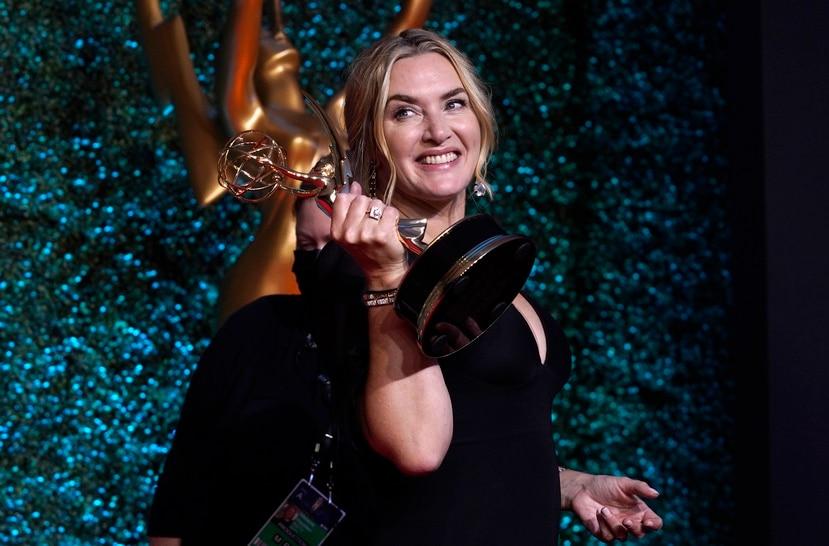 """Kate Winslet recibió el galardón de mejor actriz en una serie limitada por su interpretación en """"Mare of Easttown"""" de HBO."""