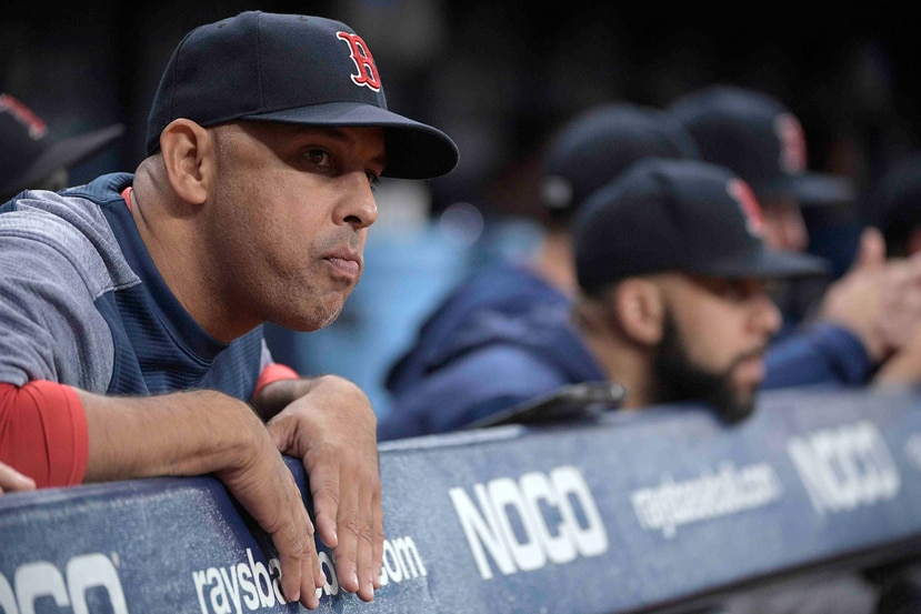 Alex Cora suma dos temporadas al mando de los Red Sox. (AP)