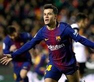 Philippe Coutinho celebra tras anotar su primer gol con el Barcelona. (AP)