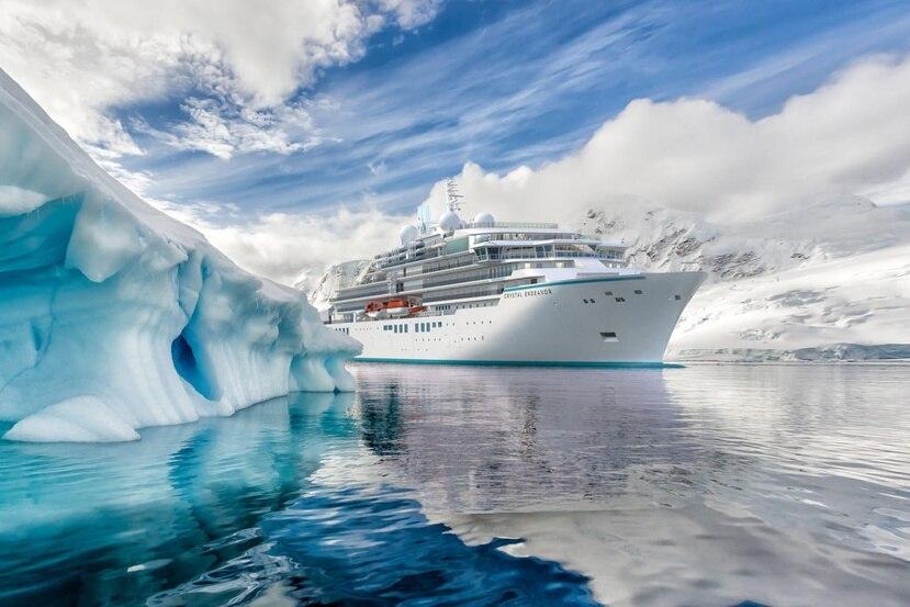 El barco está diseñado para acomodar a solo 200 invitados con una proporción de tripulación por pasajero de uno a uno.