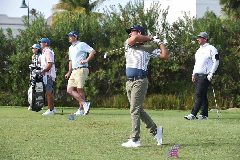 Varios golfistas aprovecharon el miércoles para practicar en el campo en Río Grande. (Especial / Ingrid Torres)