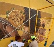 El grupo, compuesto por mujeres artistas, elaboraron este trabajo sobre piezas de Polytab, una tela especializada para instalar murales.