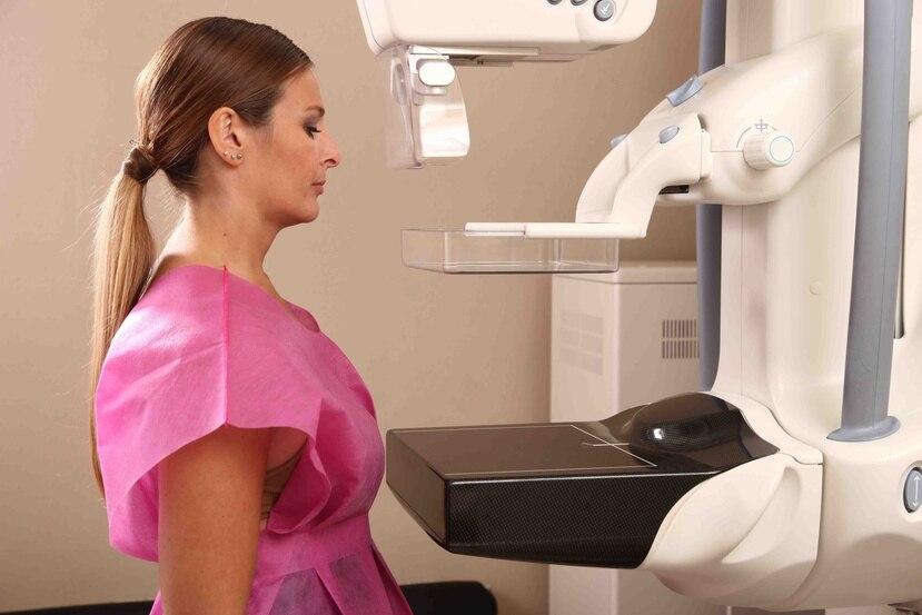Toda aquella mujer que tenga síntomas sospechosos de cáncer de mama debe ir a un centro radiológico que preferiblemente sea fuera de un hospital. (Archivo)