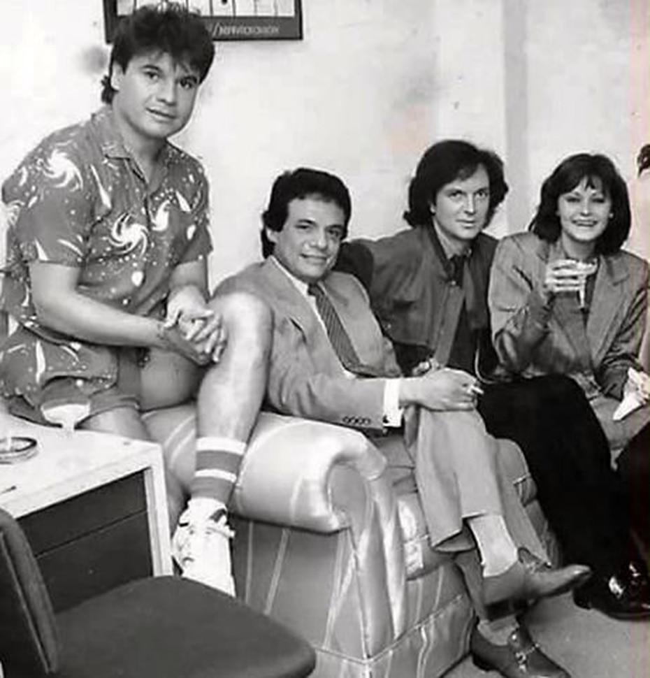 Esta foto histórica recoge a los cuatro artistas más influyentes de la música romántica desde la década de los 80. De izquierda a derecha Juan Gabriel, José José, Camilo Sesto y Rocío Durcal. (Archivo)