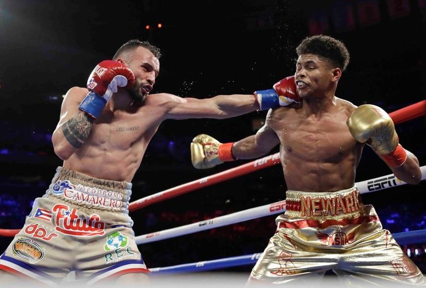 """El puertorriqueño Félix """"La Sombra"""" Caraballo estará activo el 9 de junio al enfrentar al campeón peso pluma de la Organización Mundial de Boxeo, Shakur Stevenson (en la foto a la derecha). (Archivo / AP)"""